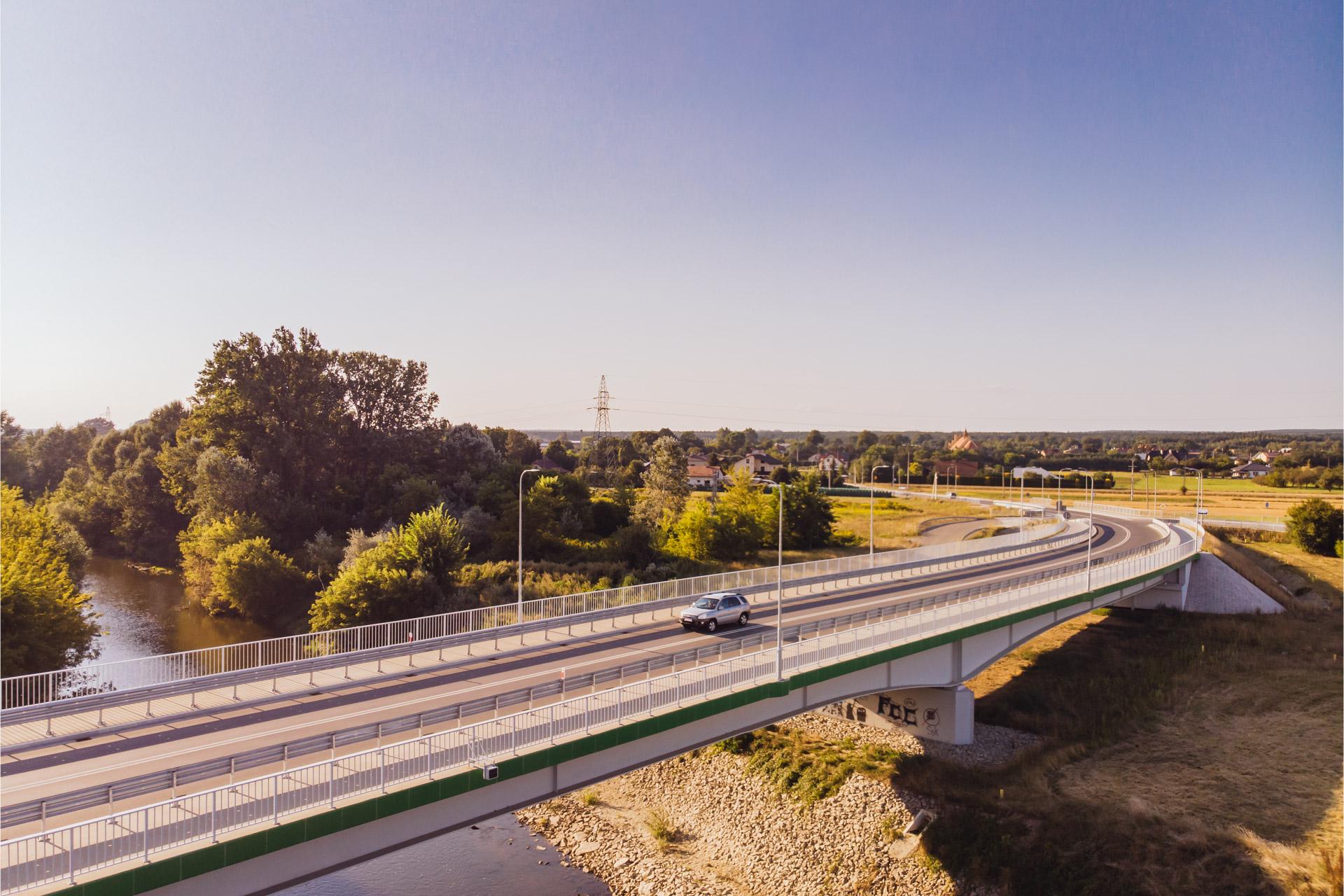 Nowo wybudowany most na Wisłoku, widok z lotu ptaka