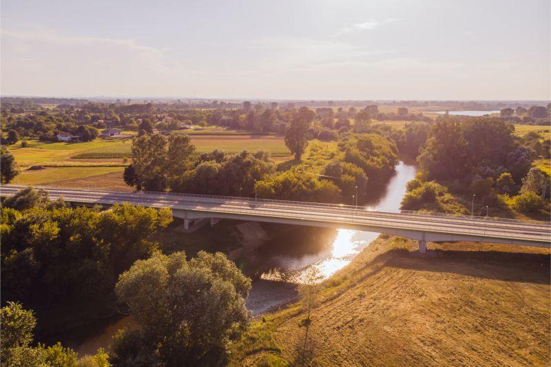 Nowo wybudowany, trzyprzęsłowy most na Wisłoku w Czarnej. Fot. Maciej Rałowski/ralowski.pl