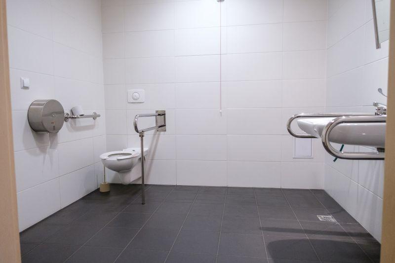 Toaleta dostosowana do potrzeb osób z niepełnosprawościami