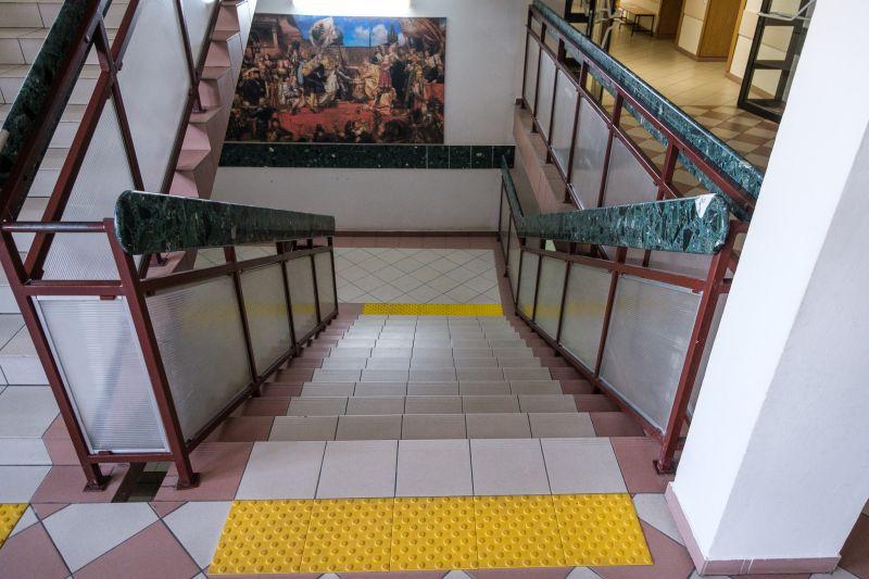 W budynkach UR zamontowane są znaczniki schodowe