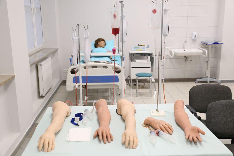 Fantomy w Centrum Symulacji Medycznej dla Pielęgniarek